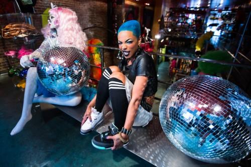Sharaya_J-disco_ball_grande