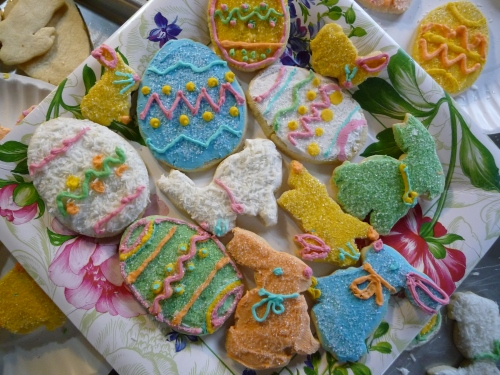 19e2bdf0e4e I made some Easter cookies………..then I made some Easter hats for some of my  little friends.